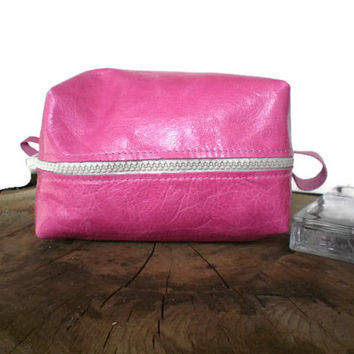 leather Cosmetic bag, Leather Dopp Kit, woman Toiletry Bag, Travel bag, Fuschia Pink, Leather pouch, make-up bag, Genuine Leather