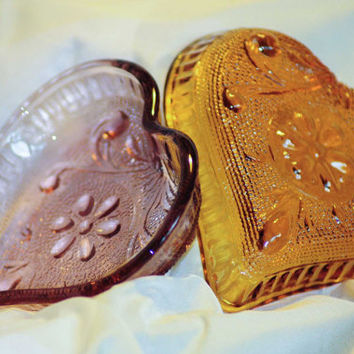 Pair of Indiana pressed glass heart trinket dishes  - In amethyst and amber