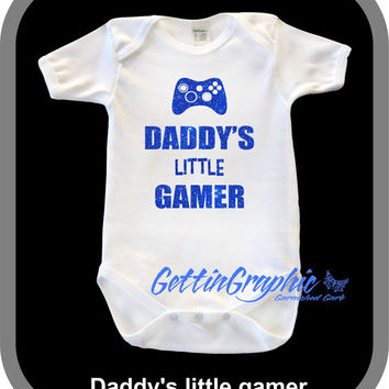 Daddy's little gamer glitter Onesuit. Baby Gamer. Baby Graphic Onesuit. Glitter baby Onesuit.