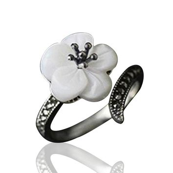 Jardin Mother of Pearl Flower Sterling Silver Ring