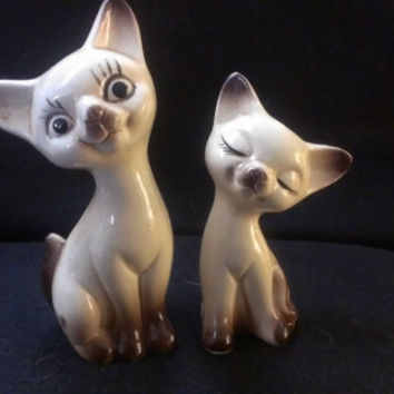 Pair of Cat Salt and Pepper Shakers (526)