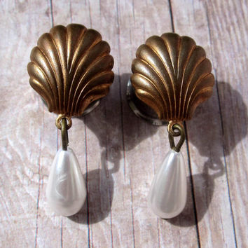 "Pair of Bronze Seashell Plugs with Pearl Bead Dangles - Girly Gauges - 0g, 00g, 7/16"" (8mm, 10mm, 11mm)"