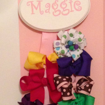 Bow holder with personalized plaque  by CUteSTOMizingbyDyana