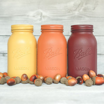 Fall and Thanksgiving painted mason jar table top centerpieces. Autumn and fall decor