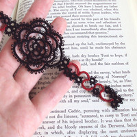 Gothic Black , Red Rose Bookmark in Tatting - Rosa Version 1