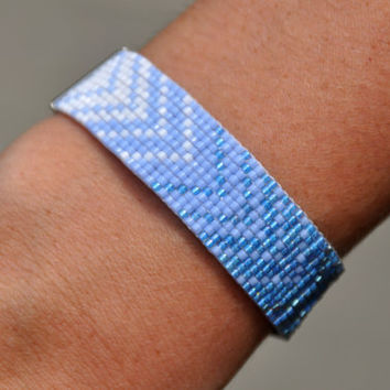 Blue Chevron Ombré Beaded Bracelet w/ Jumbo Clasps
