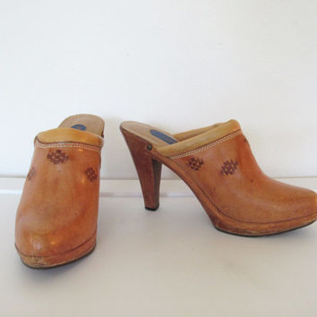 Vintage 1970s Boho / Rocker Wild Pair Brown Leather & Wood Platform Mules / High Heel Clogs - Size 7