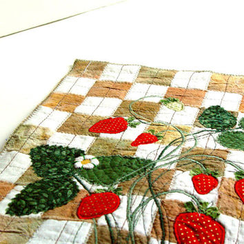 Kitchen Art, Strawberries Quilt, Home Decor