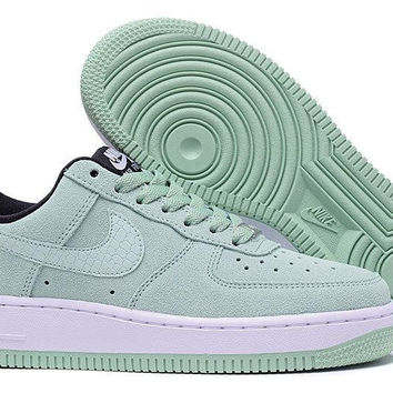 NIKE Air Force One Low to Help Board Shoe