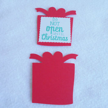 Die cut handmade Christmas gift tags, set of 5 red and green hand stamped seasonal gift tags, great way to personalize your holiday gifts