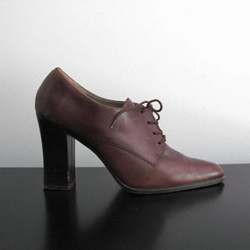 brown Westies booties - 70s does 40s vintage Hush Puppies brown suede leather heels open peep toe pumps slingback retro midcentury size 8