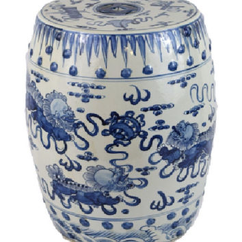 Blue and White Porcelain Foo Dog Motif Garden Stool 19""