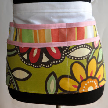 Utility Apron, Womens Vendor Apron, Teacher Apron, Carpenter Apron, Floral apron, craft fair apron, gardening apron, Outdoor fabric apron