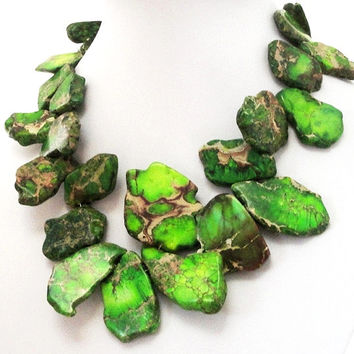 Green Variscite Freeform Slab Chunky Stone Gold Necklace, Large Chunky Beaded Statement Necklace