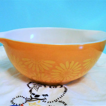 Pyrex Yellow Daisy 442 Cinderella Nesting Bowl, Pyrex Sunflowers,  1.5 Quart Mixing Bowl