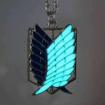 Cool Attack on Titan  glowing Necklace Pendants Wings Of Liberty Scout Regiment Chain Fashion Jewelry Pendant glow in the dark AT_90_11