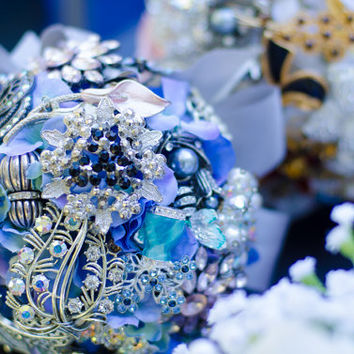 FREE SHIPPING- Brooch Wedding Bouquet-Vintage Bridal Broach Bouquet- Great Gatsby Theme Wedding Something Blue