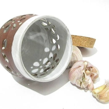 Garlic Keeper, Garlic Storage Jar, Kitchen Storage, Brown and White  Kitchenware, Handmade Pottery