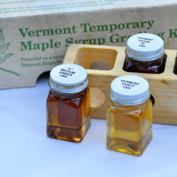 Vintage Vermont Maple Syrup Grading Kit, 1994. Wooden Tray (with little windows) & 5 Square Glass Jars. Original Packaging.