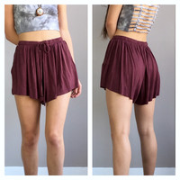 An Acid Wash Drawstring Short in Burgundy