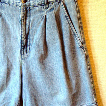High Waisted Jean Shorts stonewash acid wash light blue faded denim baggy loose pleats vintage 80s 90s womens size 6 Gloria Vanderbilt