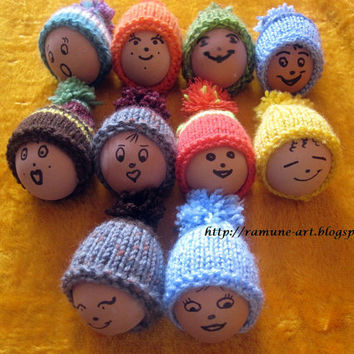 Knit mini hat ornaments - Set of 3 small miniature hats - Hand knitted Easter decorationrations - Tiny caps with pompom