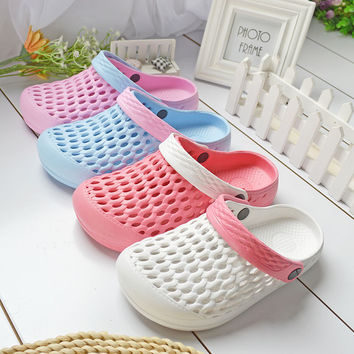 2016 Summer Female Hollow Mules Clogs New Design Women's Holes Slippers Sandals Candy Colors Anti-skid Slippers