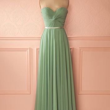 Our An Advice For Picking Your Bridesmaid Dress