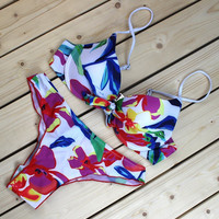 2017 European women's swimwear bikinis are printing