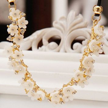 Women Daisy Flower Bib Statement Pendant Chain Necklace Costume Jewelry