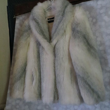 VINTAGE  gorgeous FAUX  fur coat made by American Signature.  sz   10