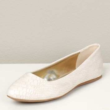 Snake Skin Pointed Flats Cream