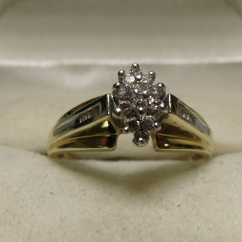 """Vintage 10K Yellow Gold 0.25tcw ctw Diamond """"Flower"""" Style Ring in a size 8"""