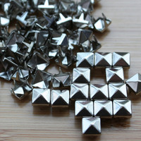 300pcs 3/16 inch(6mm) Silver Pyramid Studs Rivet Buttons with 4 claws Nail Punk shoes cloth accessories DIY