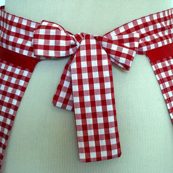 Handmade apron. New creation from hurdyburdy. Red and white gingham, vintage lace. Retro.