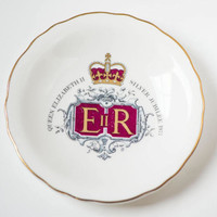 Queen Elizabeth II Silver Jubilee plate – Queen Elizabeth 1977 commemorative dish - small white plate by Royal Grafton China collectable