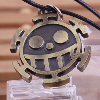2015 The Famous Anime One piece Heart Pirates Colonel Trafalgar Law Boys Jewelry Pirate Logo Pendant Necklace Free Shipping