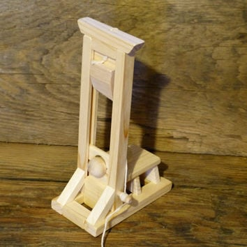 Geekery Wood Toy Guillotine