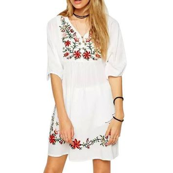 Vetement femme 2019 Women Mexican Ethnic Embroidered Pessant Hippie Blouse Gypsy Boho Mini Dress Seven-sleeved loose dresses