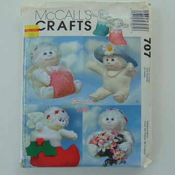 McCall's Crafts 707 Sewing Pattern 9 inch Angel Hugs Holiday Dolls UNCUT