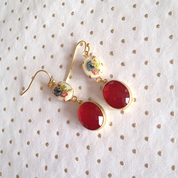 Vintage Flower Cameo and Ruby Red Crystal Glass Dangle Earrings. Vintage Earrings, Red and Gold Earrings, Red Earrings, Colorful Jewelry