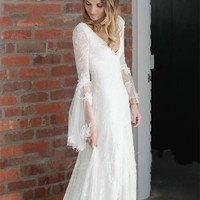 2017 Laure de Sagazan Wedding Dress Sexy V Neck Boho Lace Beach Wedding Dresses Long Sleeves Open Back Court Train Bridal Gowns