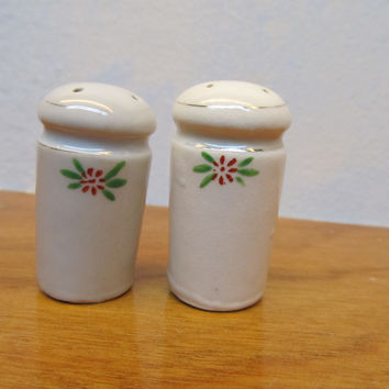 SMALL VINTAGE SALT AND PEPPER SHAKERS CERAMIC WHITE WITH CORK PLUGS