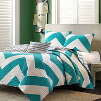 Twin / Twin XL 3 Piece Quilt Set with White Teal Chevron Stripe