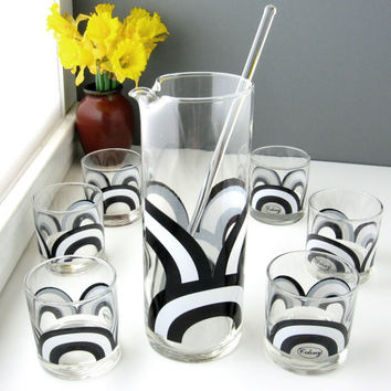 Mid Century Barware Set / Mod Circle Design 1960's Colony Cocktail Pitcher with Stir Stick and Six Glasses / Black and White Circle Design