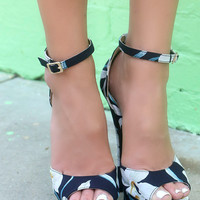 Tropical Paradise Tropical Floral Print Navy High Heels