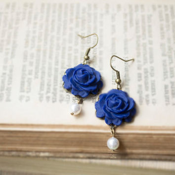 Polymer Clay Deep Blue Rose Earrings. Flower Dangle Earrings, White Pearl Earrings. Antique Brass. Flower Jewelry. Blue Jewelry
