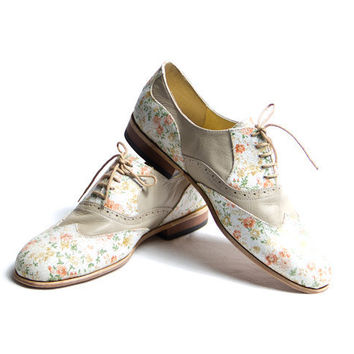 Items similar to flower pattern and beige oxford shoes - FREE WORLDWIDE SHIPPING on Etsy, a global handmade and vintage marketplace.
