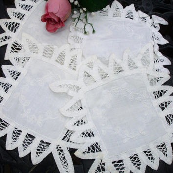 Coaster Doilies embroidered set of 4; battenburg lace edging, vintage doilies, cocktail coasters, 1950s decor, vintage dining linens