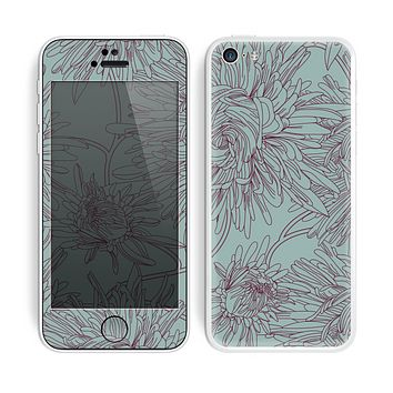 The Teal Aster Flower Lined Skin for the Apple iPhone 5c